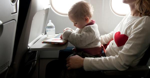 baby-naik-kapal-terbang11