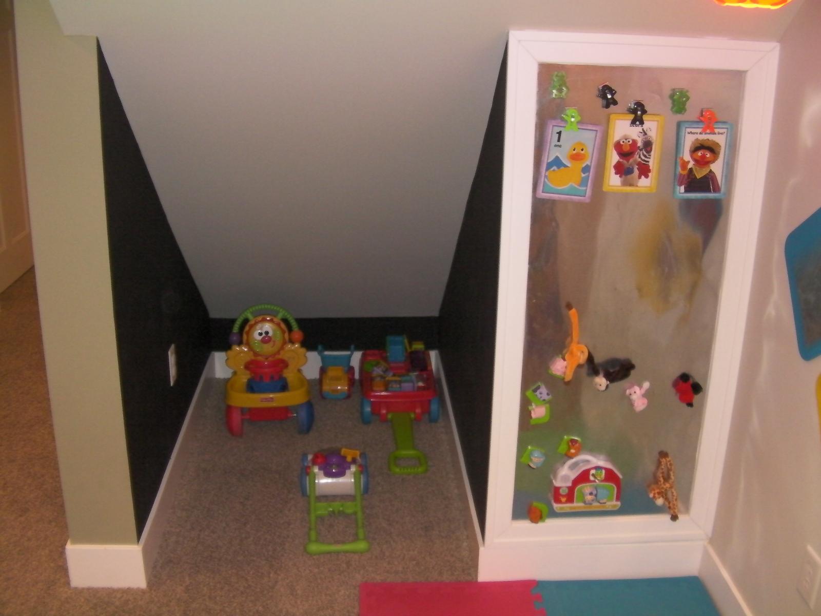 idea tempat main anak bawah tangga12
