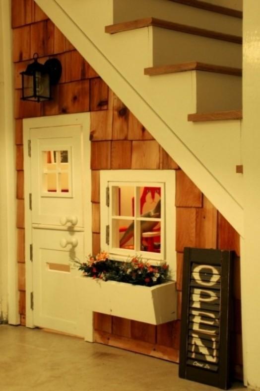 idea tempat main anak bawah tangga2