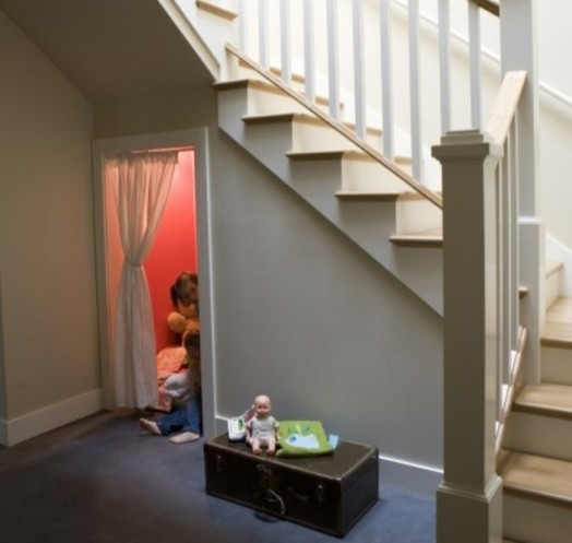 idea tempat main anak bawah tangga5