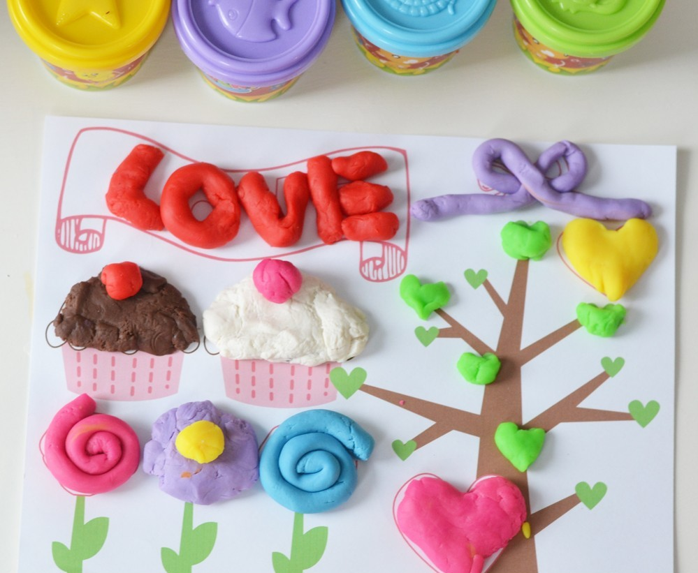 Free-Valentines-Day-Printable-Play-Dough-Mat-1000x1000